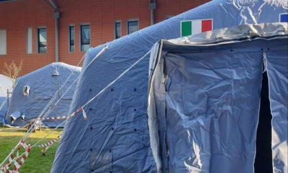 Tende attrezzate all'esterno degli ospedali di Padova e Schiavonia