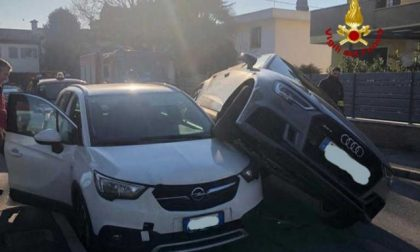 Selvazzano Dentro, Suv travolge auto: automobilisti illesi