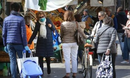 Polemiche sul mercato di Padova pieno di gente, il Comune patavino smentisce