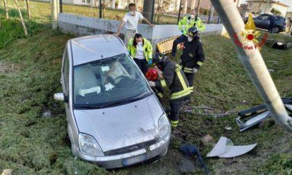 Piove di Sacco, donna perde il controllo dell'auto: ferita