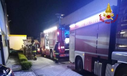 Capannone in fiamme ad Albignasego: tanta paura ma nessun ferito