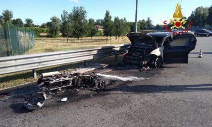 Arcella: mattinata di fuoco, auto e moto si scontrano incendiandosi