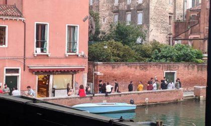 Anche Venezia è spritz mania…ma le mascherine?
