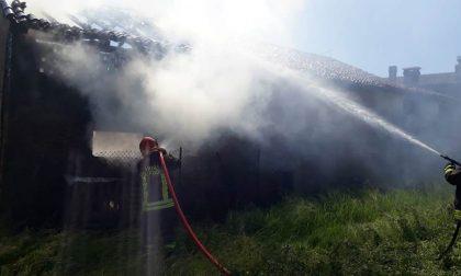 Villa del Conte, deposito agricolo in fiamme