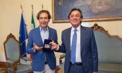 Il sindaco Giordani saluta il comandante dei Vigili del Fuoco Lotito trasferito a Genova