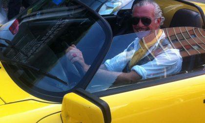 Parcheggia la Porsche sotto i portici e va a farsi l'aperitivo. I vigili: non è multabile