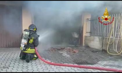 Garage a fuoco a Saccolongo, i vigili del fuoco domano le fiamme