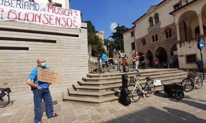 Monselice: flash mob dei musicisti contro il nuovo regolamento comunale che vieta la musica