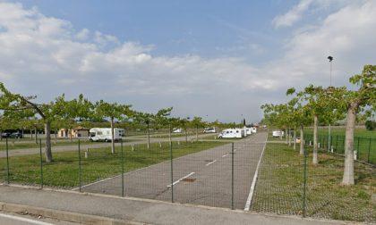 Casalinga veronese trovata cadavere nel parcheggio delle terme: lesioni sul cranio