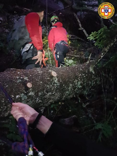Bloccati sul bordo del dirupo, salvati dal Soccorso alpino tre ragazzi padovani - FOTO