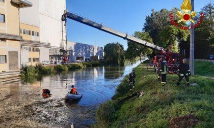 Tragedia sfiorata a Curtarolo: auto finisce nel Muson, in due si tuffano e salvano la donna alla guida VIDEO