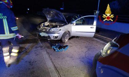 Perde il controllo dell'auto e finisce contro un muretto dell'abitazione, ferito l'autista