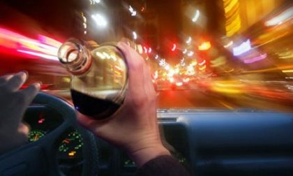 Ubriaco alla guida tra le vie di Abano Terme e senza patente