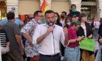 Centinaia di persone alla manifestazione di solidarietà alla coppia picchiata per un bacio VIDEO