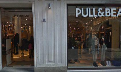 Fermato ladro seriale: aveva rubato abiti a Pull&Bear e da H&M per un valore di 230 euro