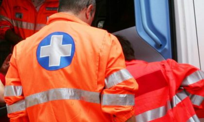 Cade da un carrello elevatore: operaio 59enne in pericolo di vita