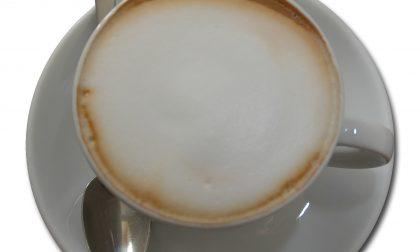 Mette ansiolitici nel cappuccino della collega/rivale