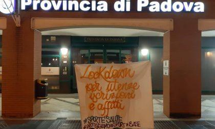 Striscioni nella notte a Padova: attivisti dello sport chiedono interventi per ripartire – Gallery