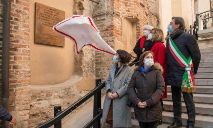 Scoperta la targa in ricordo delle donne vittime di femminicidio
