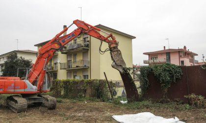 """Abbattuto il """"Muro di Via Anelli"""", simbolo del degrado, Giordani: """"Un'altra promessa mantenuta"""""""
