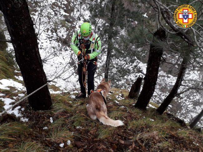 Monte Grappa, Maya scappa durante una passeggiata: salvata dal Soccorso Alpino
