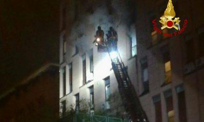Incendi a Padova: Vigili del Fuoco impegnati a spegnere le fiamme in uno studio legale e un mobilificio FOTO
