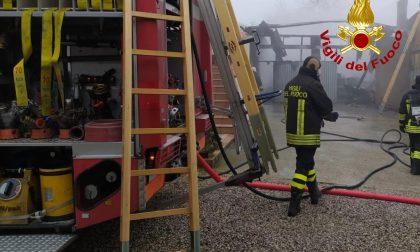 Incendio a Cartura in una struttura adibita a garage FOTO