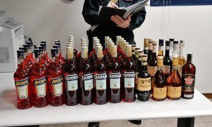 Furto a Veggiano: si impossessa dei liquori nascondendoli nei cartoni delle bevande gassate