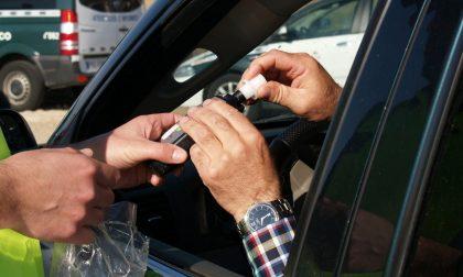 Perde il controllo dell'auto e finisce fuori strada: era ubriaco al volante