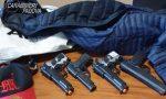 Crea il panico tra i passanti mostrando delle pistole, nei guai un 23enne