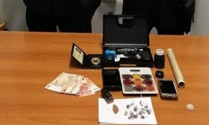 Fermato a Ponte San Nicolò mentre cede la droga, in tasca una tessera da guardia giurata contraffatta