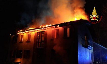 Le impressionanti foto del devastante incendio alla villa di Piombino Dese