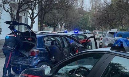 Scappano alla vista dei Carabinieri ma la loro corsa finisce contro un'auto parcheggiata