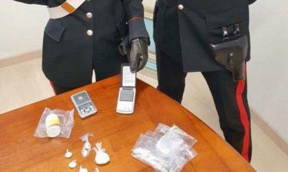 Si ferma all'alt dei Carabinieri ma dall'auto spunta la cocaina