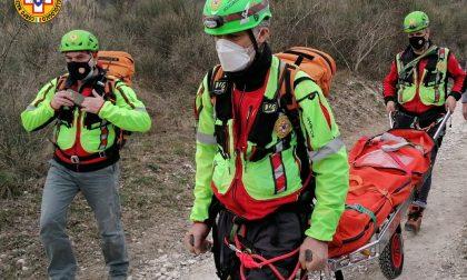 Scivola sul sentiero che porta a Cava Bomba, ferita una 38enne