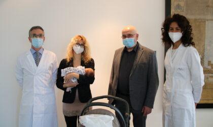Padova, nate due bambine immuni al Covid: video e foto del primo caso in Italia