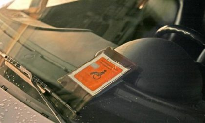 """Usava il pass disabili di un padovano deceduto per parcheggiare """"a sbafo"""" a Vicenza: multato"""