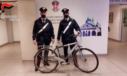 Bicicletta da donna rubata alla Sacra Famiglia, identificato l'autore del furto
