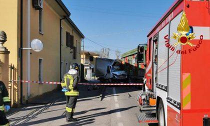 Le drammatiche foto dell'incidente di Piacenza d'Adige: morto autista 75enne