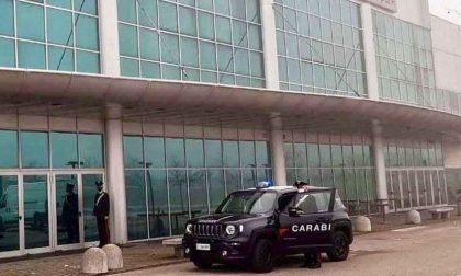 """Baby vandali al """"Cineplex"""" di Due Carrare chiuso per Covid: 16 studenti denunciati"""