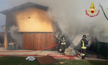 Le foto dell'incendio al ricovero mezzi agricoli a Trebaseleghe
