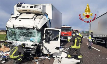 Le impressionanti foto del maxi tamponamento in A4: traffico in tilt