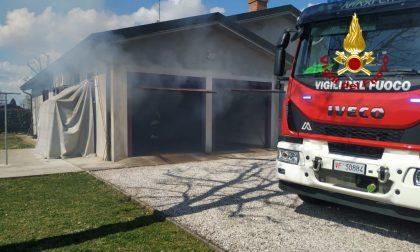 """Didattica a distanza """"utile"""", lo studente vede l'incendio del garage e lancia l'allarme"""