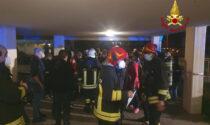 Paura in zona Mortise, le foto dell'incendio che ha costretto oltre 30 persone all'evacuazione