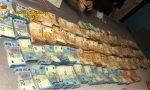 """Fasce elastiche addominali per nascondere """"rotoli"""" di banconote: nei guai 50enne cinese"""