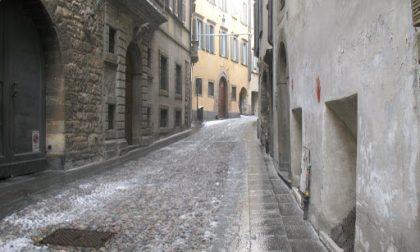 Festa abusiva in appartamento a Bergamo, cinque giovani multati: c'era anche un 25enne padovano