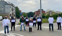 """Il video e le foto del flash mob degli esercenti che hanno """"rallentato"""" il traffico a Padova"""