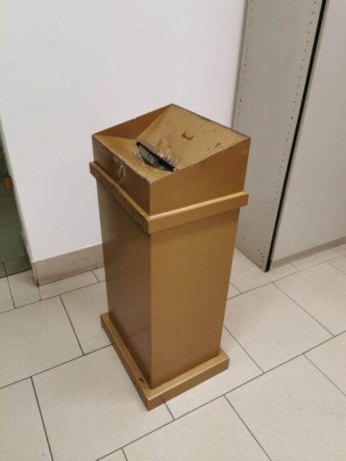 Le offerte dei fedeli nascoste nel cassonetto dei rifiuti: preso il ladro di Santa Lucia