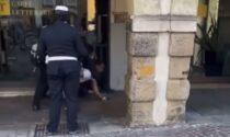 Il controverso video del giovane di colore fermato in centro a Padova