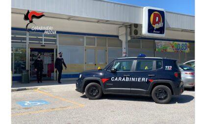 Coltello alla gola della cassiera, paura al DPiù di Cittadella: 30enne denunciato per rapina